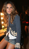 NEW YORK - 9 SETTEMBRE: Alessandra Ambrosio di modello posa dietro le quinte Fotografie Stock