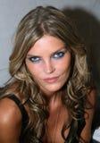 NEW YORK - 9 SETTEMBRE: May Anderson di modello posa dietro le quinte Immagini Stock Libere da Diritti