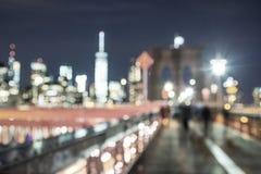 New York si accende - orizzonte di Manhattan e del ponte di Brooklyn - Fotografie Stock Libere da Diritti
