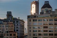New York stad/USA - JULI 10 2018: Lyxiga byggnader och Dumbo s Arkivfoton