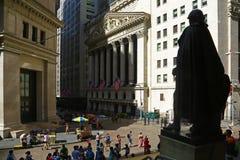 New York Stock Exchange e estátua Fotos de Stock