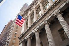 New York Stock Exchange in Manhattan finanzia il distretto Vista della costruzione nel cielo Immagini Stock Libere da Diritti