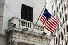 New York Stock Exchange med flaggan Royaltyfria Foton