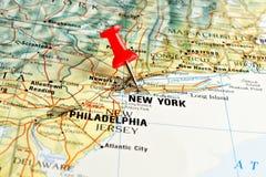 New York sur la carte avec l'indicateur Photos libres de droits