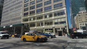 New York, taxi giallo di U.S.A. NYC nelle vie di New York video d archivio