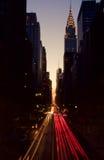 New York trafik, på skymning royaltyfria bilder