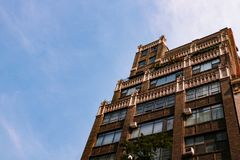 NEW YORK, U.S.A. - 31 agosto 2018: Bella casa a New York un giorno soleggiato fotografia stock