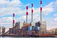 New York, U.S.A. - 26 aprile 2014: Centrale elettrica di Ravenswood di mattina il 26 aprile 2014 a New York fotografia stock