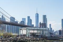 NEW YORK, U.S.A. - 28 APRILE 2018: Jane storica Il ponte di Brooklyn, orizzonte del Lower Manhattan, New York immagini stock libere da diritti