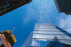 NEW YORK, U.S.A. - 22 GIUGNO 2017: Costruzioni corporative infinite, Midtown Manhattan, New York, Stati Uniti Immagini Stock Libere da Diritti