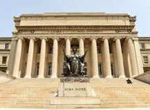 New York, U.S.A. - 25 maggio 2018: Statua di Alma Mater vicino al Columbi immagini stock