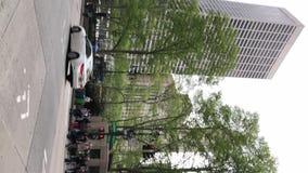 NEW YORK, U.S.A. - 5 MAGGIO 2019: Video verticale Vista del d'Triumph dell'arco stock footage