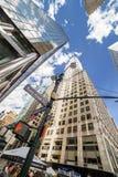 NEW YORK USA - AUGUSTI 6, 2017: Gatatecken av St för öst 42nd på Arkivbilder