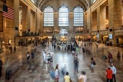NEW YORK - USA - 11 den JUNI 2015 Grand Central stationen är fulla av folk Fotografering för Bildbyråer