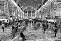 NEW YORK - USA - 11. Dezember 2011 Grand Central -Station voll von Leuten Stockfotografie