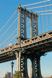 New York USA: en iconic sikt av den Manhattan bron från den Dumbo grannskapen på September 16, 2014 Arkivfoton