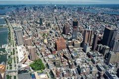 NEW YORK - USA - 13 flyg- sikt för JUNI 2015 manhattan bro från frihetstorn Royaltyfri Fotografi