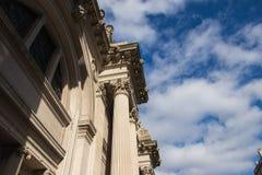 New York USA - 3 Januari, 2019: Den storstads- konstmuseet i New York City, är museet i Förenta staterna ingång fotografering för bildbyråer