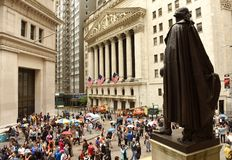 New York, USA - June 10, 2018: Crowd of tourists near the New Yo. Rk Stock Exchange Stock Photos