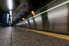 NEW YORK - USA - 13 JUNI 2015 - drevbortgång i New York tunnelbanastation Arkivbilder