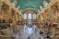 NEW YORK - USA - 11. Juni 2015 Grand Central -Station ist von den Leuten voll Stockfoto