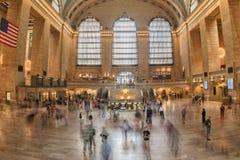 NEW YORK - USA - 11. Juni 2015 Grand Central -Station ist von den Leuten voll Stockfotos