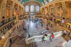NEW YORK - USA - 11. Juni 2015 Grand Central -Station ist von den Leuten voll Stockbilder