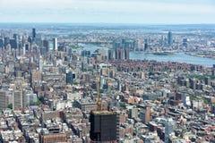NEW YORK - USA - 13 JUNI 2015 manhattan flyg- sikt från frihetstorn Arkivfoto