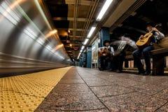 NEW YORK - USA - 13 JUNI 2015 - mexicanska spelare i tunnelbanastation Royaltyfria Bilder