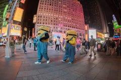 NEW YORK - USA 16 JUNI 2015 tider kvadrerar rörande folk Royaltyfri Bild