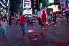 NEW YORK - USA 16 JUNI 2015 tider kvadrerar rörande folk Royaltyfria Foton