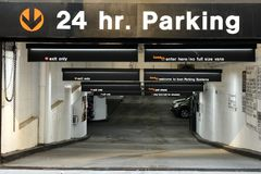 New York, USA - 24. Mai 2018: Autos im Ikonen-Parken in Midtow Stockbild