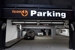 New York, USA - 24. Mai 2018: Autos im Ikonen-Parken in Midtow Lizenzfreies Stockfoto