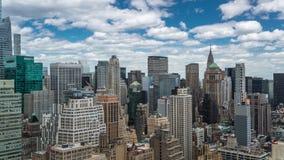 NEW YORK USA -, MAY 2018: För Timelapse för dag för Manhattan taksikt förbigå moln arkivfilmer