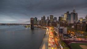 NEW YORK USA -, MAY 2018: Timelapse sikt från den Manhattan bron över Hudson River till Lower Manhattan lager videofilmer
