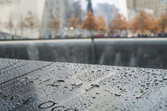 NEW YORK USA - NOVEMBER 22: Detalj av 9/11 minnes- minnesmärke in Arkivfoto