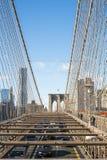NEW YORK USA - NOVEMBER 24: Hög vinkel som skjutas av bilar som korsar Bro Royaltyfri Foto