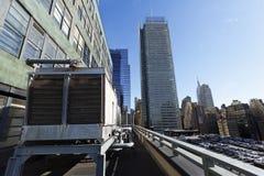 Parkera och skyskrapor Manhattan nya Yor för Rooftop för portmyndighet Arkivbild