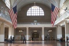 NEW YORK, USA - 22 NOVEMBRE : Hall d'enregistrement en wh d'Ellis Island photographie stock