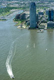 NEW YORK - USA - 13 nya JUNI 2015 - ärmlös tröjamanhattan flyg- sikt från frihetstorn Royaltyfri Foto