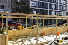 Free New York / USA - October 3 2020: Building An Outdoor Restaurant In Downtown Manhattan. Covid Outdoor Dining Construction Royalty Free Stock Photos - 198164028