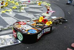 Free New York, USA - October 5, 2018: Guitar Decorated With Hippie Motifs In Strawberry Fields Memorial In Honor Of Lennon Royalty Free Stock Images - 169573239