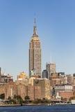 NEW YORK USA - OKTOBER 23, 2015: Empire State Building skiner I Fotografering för Bildbyråer