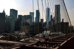 New York, USA - 2. September 2018: Brooklyn-Brücke und New York City im Hintergrund lizenzfreie stockfotos