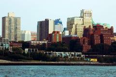 New York USA - September 2, 2018: New York City horisont som tas från den Brooklyn bron royaltyfri foto