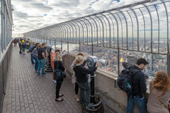 NEW YORK, USA - 27. SEPTEMBER 2013: Leuteblick auf Manhattan-Verdichtereintrittslufttemperat Stockbild