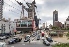 NEW YORK USA - SEPTEMBER 26, 2013: trafik på gatan för öst 60th Fotografering för Bildbyråer