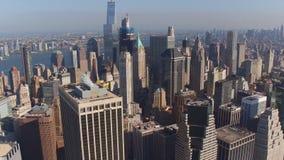 New York vew från en höjd som filmar med surret stock video