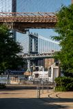 New York, ville/Etats-Unis - 10 juillet 2018 : Pont et Brookly de Manhattan photos stock