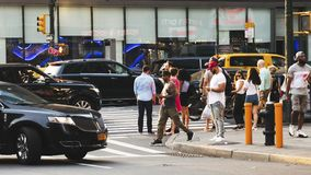 New Yorker in der Straße lizenzfreies stockbild